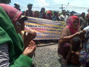 Tolak Tambang Pasir Besi, Nelayan Jepara Geruduk PTUN Semarang
