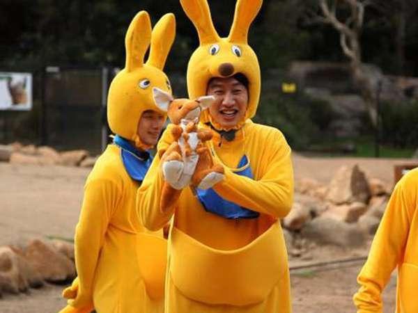 Kocak! Rain dan Kim Woo Bin Jadi Kangguru di Running Man