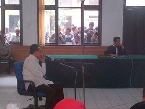 Divonis 14 Tahun Bui, Rusli Zainal: Saya Banding, Ini Penzaliman!