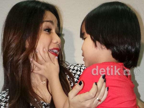 Kompaknya Ibu dan Anak, Nirina Zubir dan Zivara