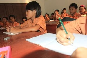 Sekolah Hari Pertama, Aisyah Duduk Paling Depan