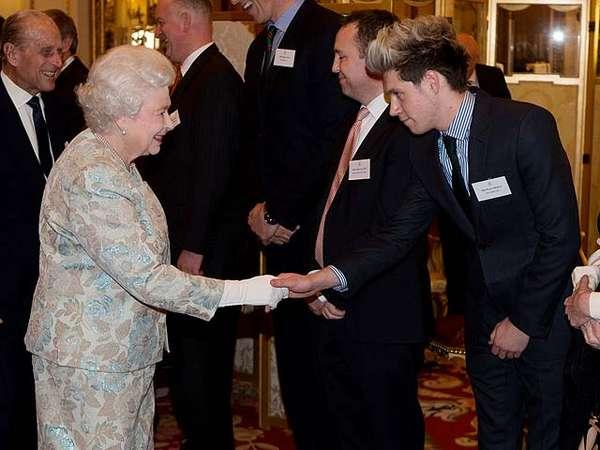 "Niall ""One Direction"" Eksis di Istana Buckingham"