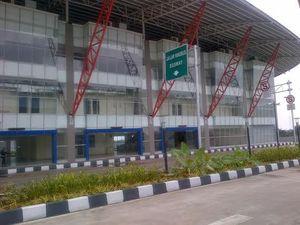 Melihat-lihat Bagian Dalam Terminal Pulogebang yang Mirip Bandara