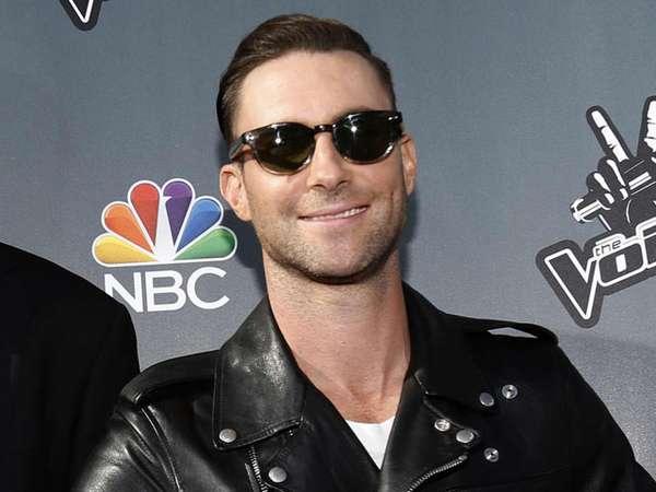 Adam Levine <i>Cool</i> Berjaket Kulit