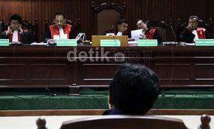 Pejabat BI Bingung Raden Pardede Ubah Modal Century Jadi Rp 632 M