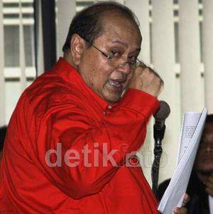 Hakim Berbeda Pendapat Soal Konteks Pemberian Uang untuk Emir