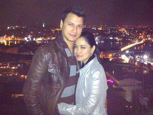 Kemesraan Titi Kamal dan Christian Sugiono di Turki