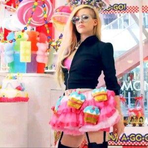 Video Klip Hello Kitty Avril Lavigne Tak Disukai