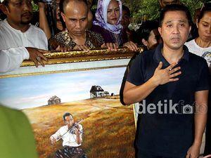 Suasana Duka di Pemakaman Idris Sardi