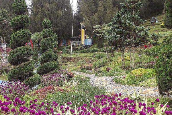 Taman Bunga Mikie Funland Brastagi