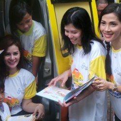 Peduli Pendidikan, Astrid Tiar dan Nadia Mulya Ikut Mengajar Anak Jalanan