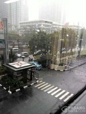 Jakarta Hujan Deras, Jalan Gatot Subroto dan Kuningan Tergenang
