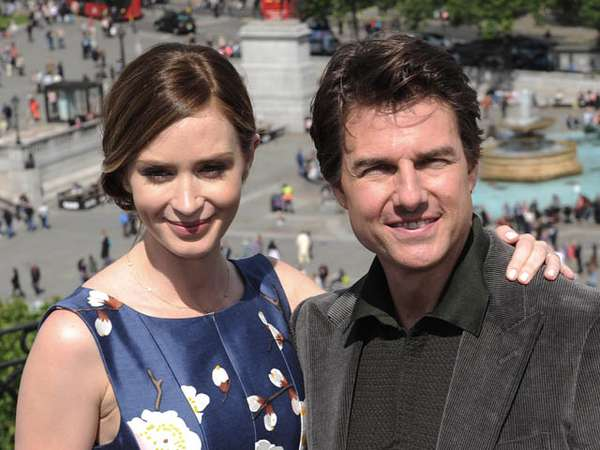 Aiih... Tom Cruise dan Emily Blunt Mesra di Sesi Foto The Edge Of Tomorrow