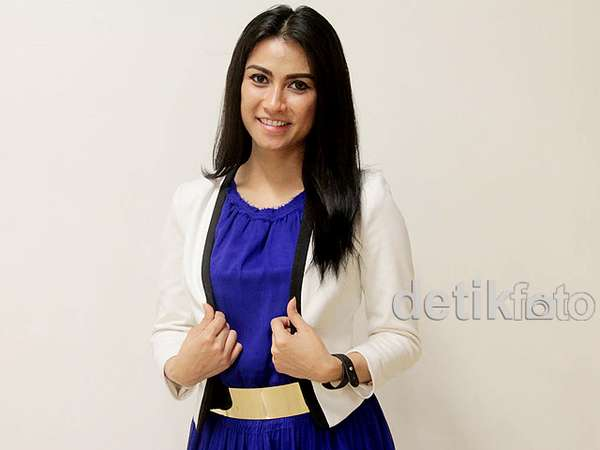 Uli Auliani Chic Dibalut Dress Biru