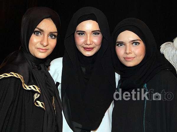 Zaskia Sungkar Pamer Koleksi Busana Muslim Terbaru