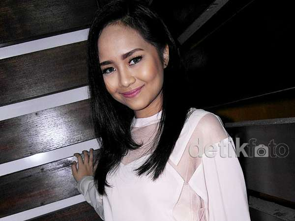 Pretty in Pink, Gita Gutawa