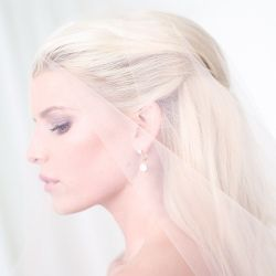 Cantiknya Jessica Simpson Bergaun Pengantin