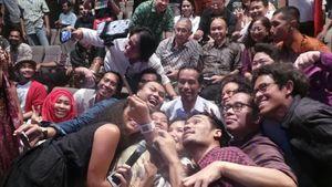 Jokowi Diajak Selfie Artis Pendukung Konser 7 Menuju Kemenangan Rakyat
