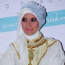 Inneke Koesherawati Sayangkan Keputusan Marshanda Lepas Hijab
