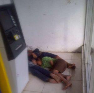 4 Anak Jalanan ini Tidur Pulas Dalam ATM Center di Ciputat