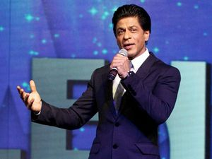 Suit and Tie ala Shahrukh Khan