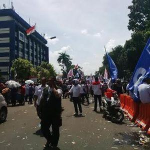 Prabowo Tinggalkan Gedung MK, Massa Pendukungnya Masih Bertahan