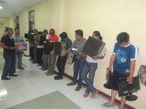 12 Tersangka Dibekuk Terkait Judi Online di Samarinda