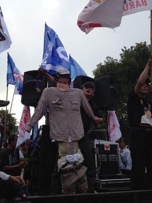Orator Demo di Depan MK Kembali Ajak Massa Prabowo-Hatta Tangkap Ketua KPU
