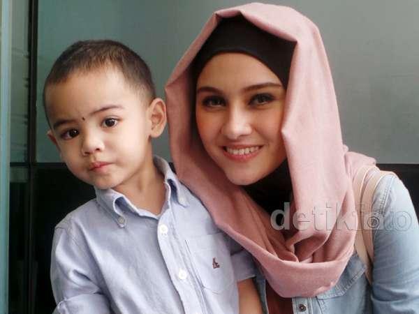 Zee Zee Shahab dan Khaleev, Putra Kesayangannya