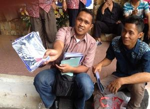 Fotografer Dadakan Mengais Rezeki di Pelantikan Anggota DPRD DKI Jakarta