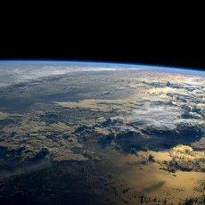 Asteroid Sebesar Rumah Melintasi Bumi