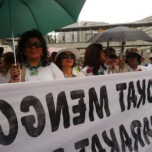 Berdandan Cantik, Ibu-ibu ini Semangat Ikut Demo Pengacara Tolak RUU Advokat di HI