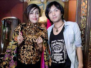 Jelang Nikah, Novita Dewi dan Alex Rudiart Fitting Baju Pengantin