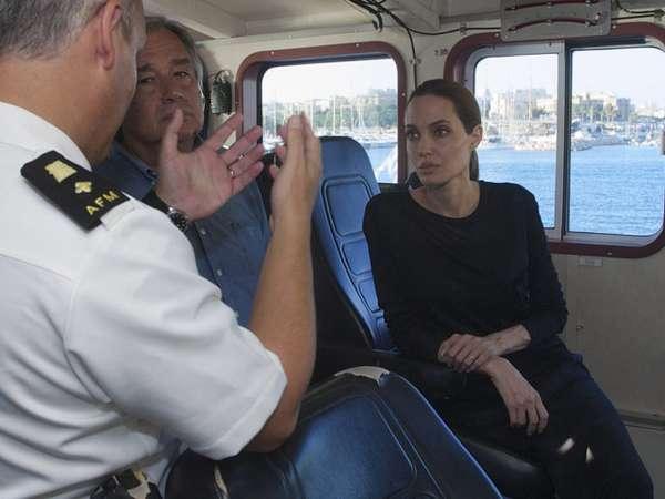 Angelina Jolie Kunjungi Kapal Militer Malta
