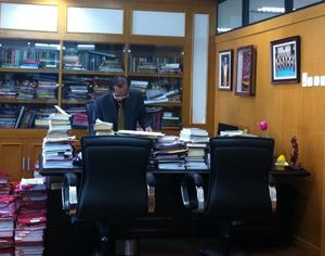 Hakim Artidjo dan Ruang Kerja yang Berantakan karena Ulah Koruptor