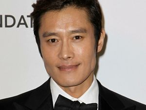 Lee Byung Hun Bantah Selingkuh dengan Pelaku Pemerasan