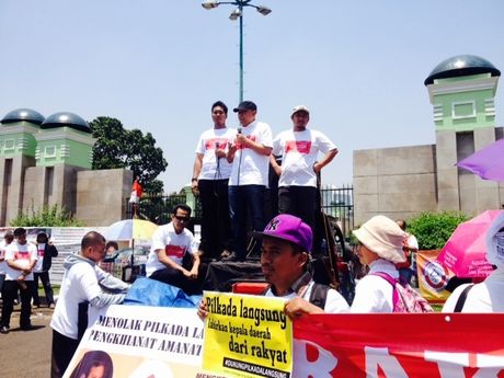Dukung Pilkada Langsung, Teten Masduki Ikut Demo di DPR