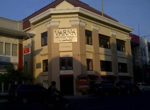 Heboh Hotel Berbintang Makan Trotoar dan 4 Suasana Panas Penertibannya
