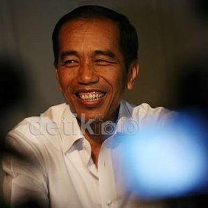 Ibu Eet Curhat ke Jokowi soal MCK dan Giginya yang Ompong