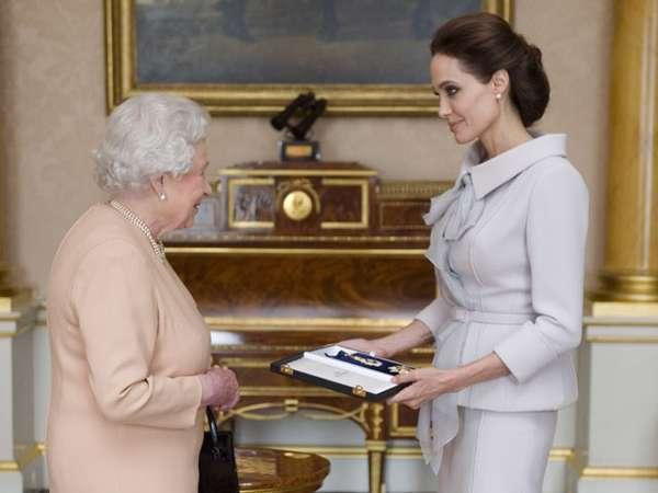 Angelina Jolie Bertemu Ratu Elizabeth
