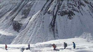 Ini Momen Perjuangan Pendaki Indonesia Menembus Badai Salju Himalaya