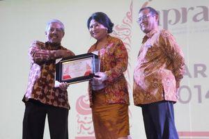 Prita Kemal Gani Terima Penghargaan Tokoh Public Relations SPS 2014