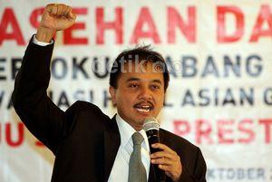 Tak Lagi Jadi Menteri, Roy Suryo Jenguk Andi Mallarangeng di Rutan Guntur