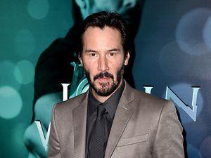 Hiii... Keanu Reeves Pernah Bertemu Hantu