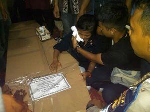 Jenazah Mayang Tiba di Lampung, Sang Adik Histeris dan Pingsan