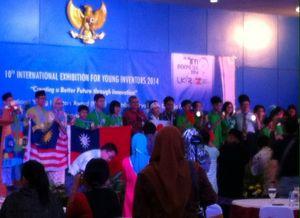 Juara National Young Inventors Award: Lensa Kontak untuk Buta Warna Parsial