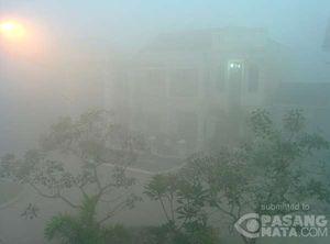 Diselimuti Kabut Asap Pekat, Kota Palembang Terlihat Kelabu