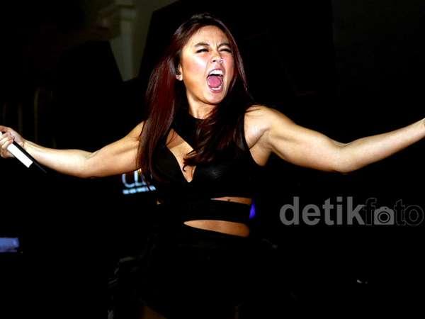 Hot! Agnez MO Seksi dengan Bodysuit
