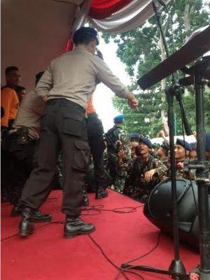 Begini Serunya Saat TNI-Polri di Jakarta Joget Dangdut Bareng
