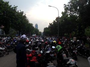 Buruh Bermotor Ninja Ini Ingin UMP Jakarta Setara Bekasi